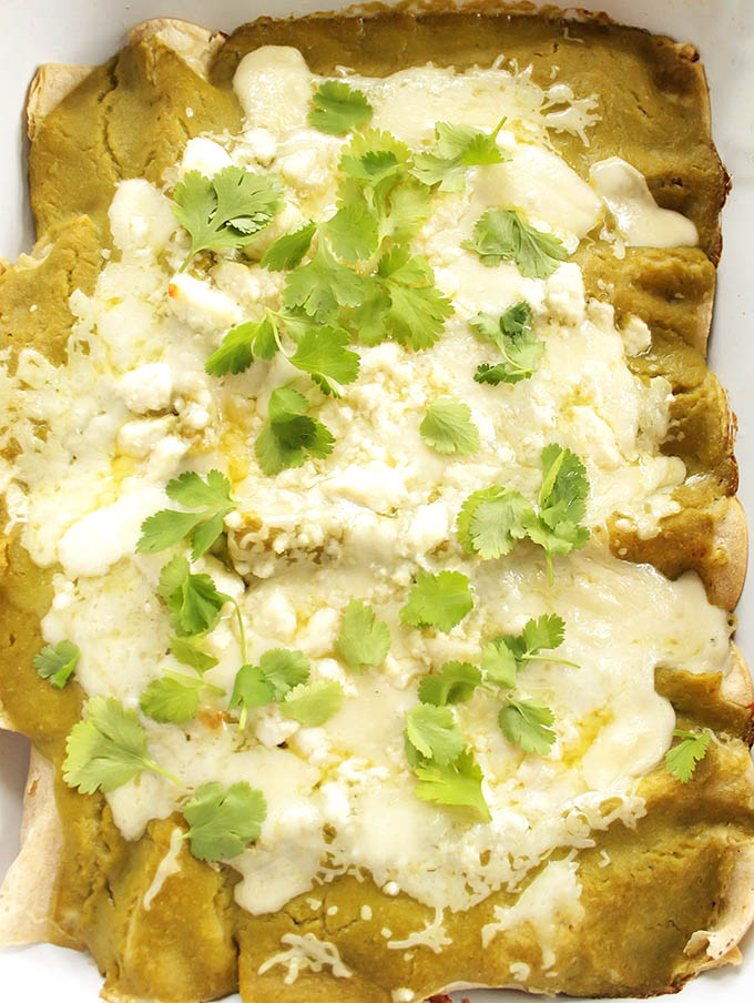 Easy Green Chicken Enchiladas - BEST ENCHILADAS! Stuffed with shredded chicken and cheese. Topped with roasted green enchilada sauce. Perfect for weeknight meal! Gluten free. |robustrecipes.com