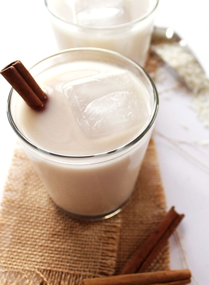 Naturally Sweetened Horchata - Toasted rice, almonds, and cinnamon sticks blended up into a rich creamy drink. Naturally sweetened with agave nectar. EASY to make, refreshing, and dreamy. Vegan/Dairy Free/ Gluten Free. | robustrecipes.com
