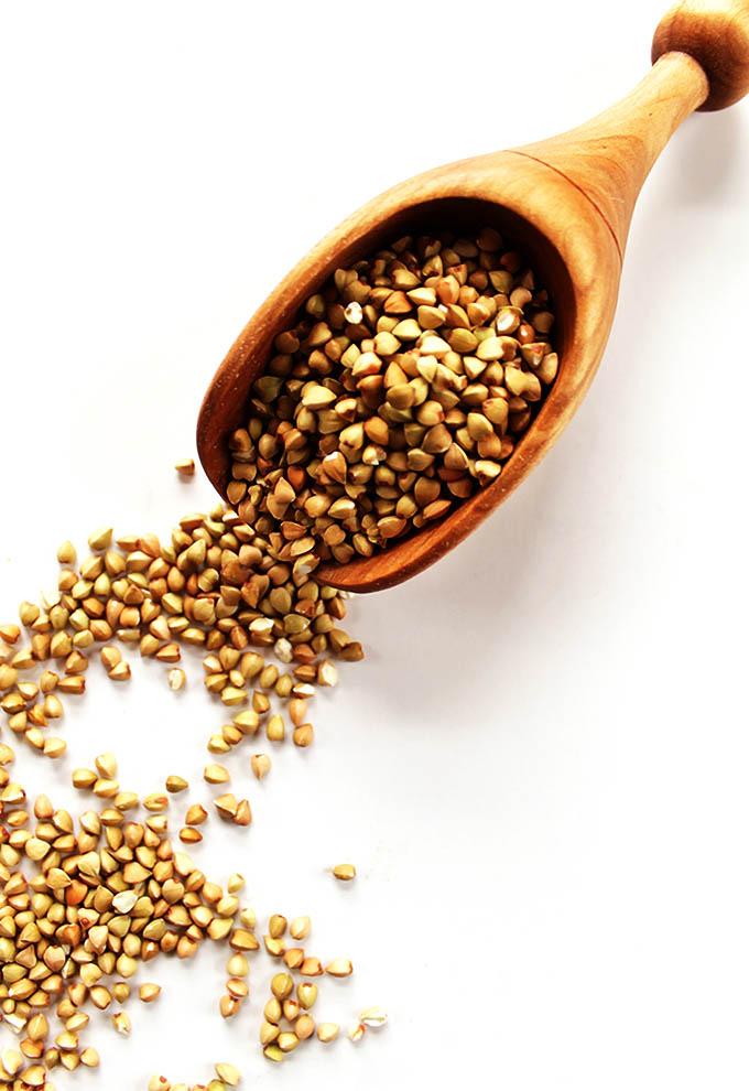 Raspberry Buckwheat Breakfast Porridge - Buckwheat Groats |robustrecieps.com