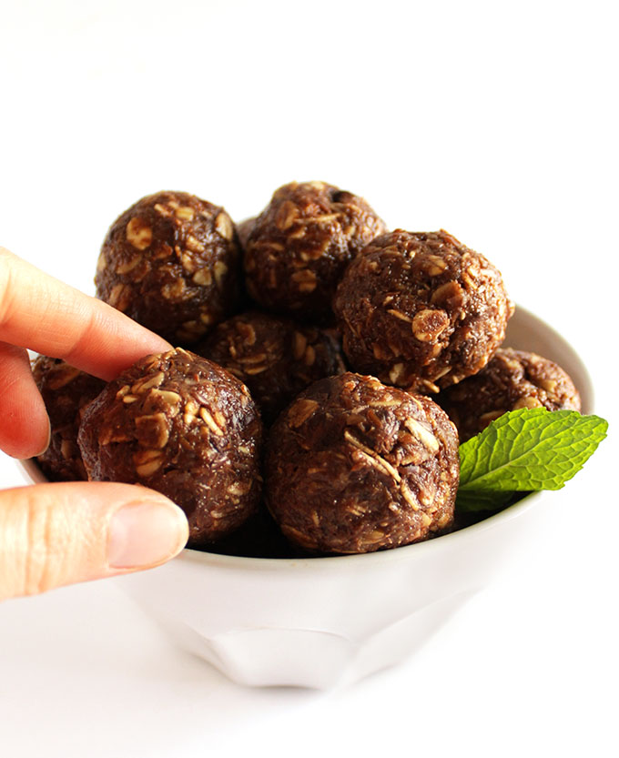 Chocolate Mint Energy Balls - These yummy energy balls are packed with ingredients to fuel your body! This is my go to recipe for pre breakfast/pre workout snack! Gluten free/refined sugar free/vegetarian!