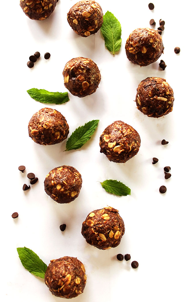 Chocolate Mint Energy Balls - Chocolate-y, minty gooey balls of goodness! This recipe is my go to pre breakfast, pre workout snack that I make every Sunday! They're made with wholesome ingredients: are packed with healthy fats, complex carbs, fiber and protein to get you going! Gluten Free/refined sugar free/vegetarian!