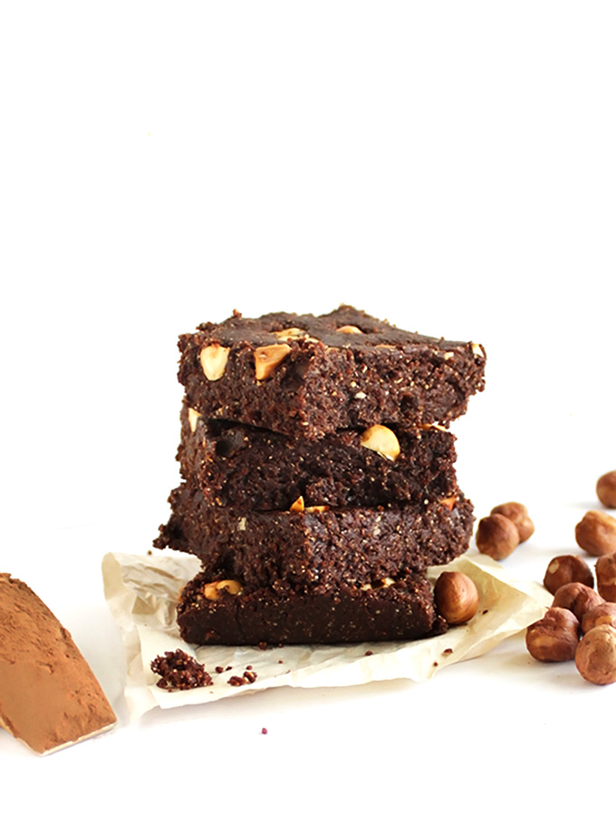 No Bake Hazelnut Brownies - Fudge-y, chocolate-y brownies! This recipe is EASY to make. Made with wholesome ingredients! So good! gluten free/vegan/refined sugar free.
