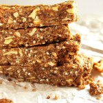 Peanut Butter Apple Granola Bars - Chewy granola bars that have wholesome ingredients. This recipe is easy to make! Perfect for snack time! Vegan/ gluten free. | robustrecipes.com
