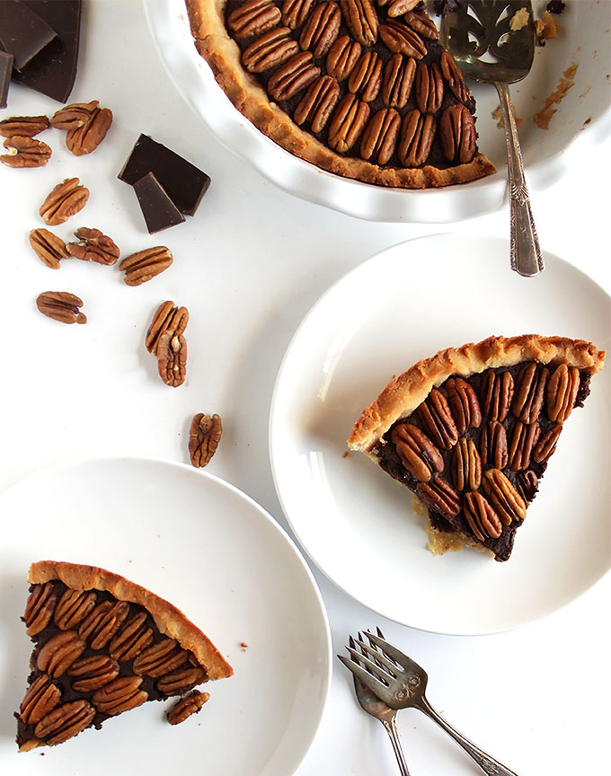 Gluten Free Chocolate Pecan Pie - Made wiithout corn syrup! The filling is decedant, the crust is doughy, and the pecans are perfectly toasted! This recipe is super EASY to make! The perfect pie for the Holidays! | robustecipes.com