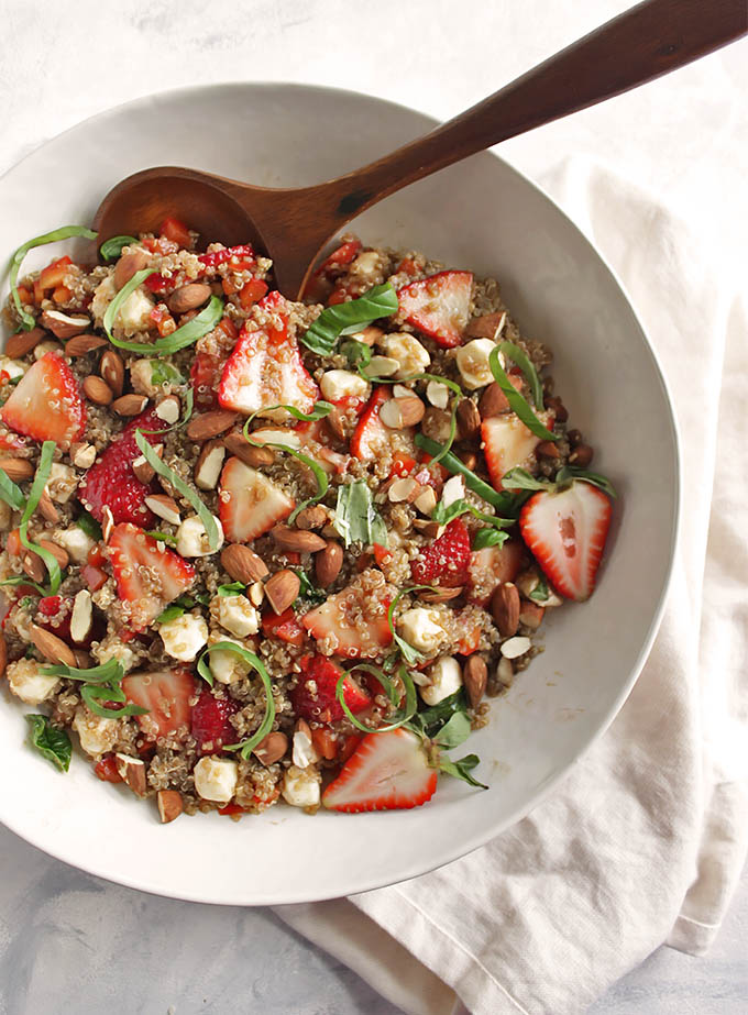 Spring-Strawberry Basil Quinoa Salad - great for summertime parties. It's a little sweet, a little savory and all of the summer-y goodness in one bowl - strawberries, fresh basil, mozzarella balls, toasted almonds! This recipe is easy to make, only 30 minutes! Gluten Free/Vegetarian | robustrecipes.com