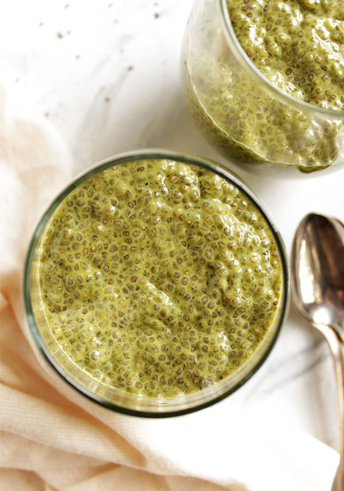 Detox Matcha Chia Pudding with Mango - Packed with healthy ingredients. This recipe is great as part of your breakfast or as a healthy snack or dessert. Perfect for spring and summer: refreshing and energizing! Vegan/gluten free/dairy free | robustrecipes.com