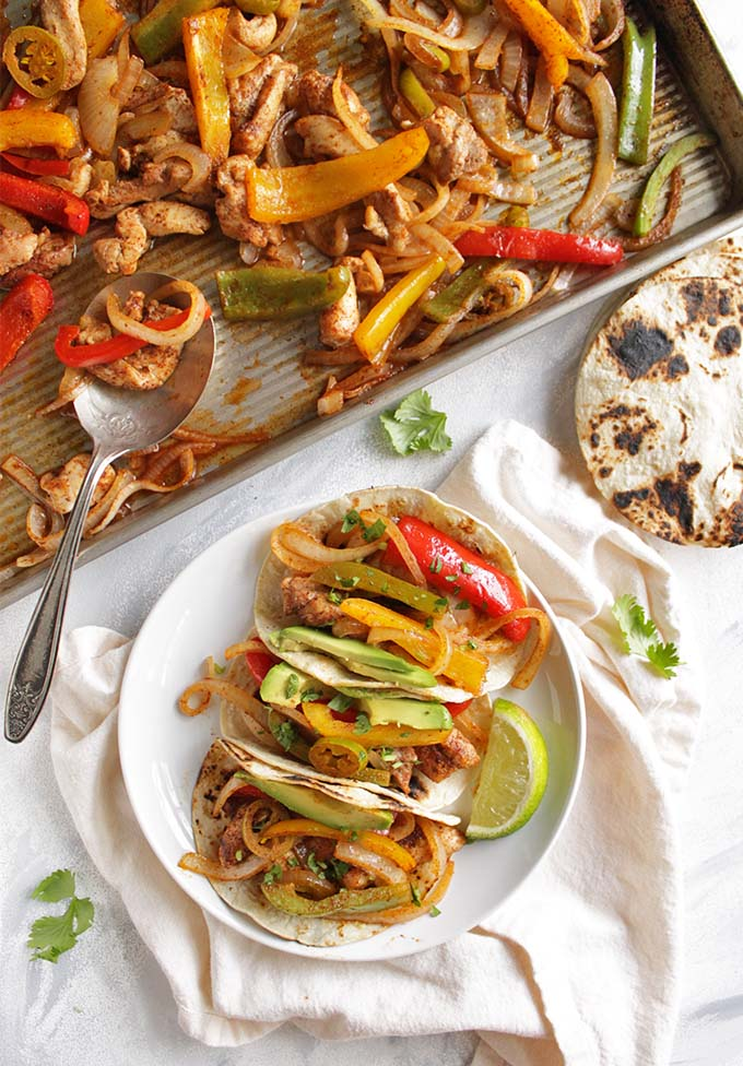30 Minute Sheet Pan Chicken Fajitas - Juicy chicken and perfectly roasted bell peppers make for the ultimate fajitas. Simple recipe that only requires 1 pan and 30 minutes to make! Perfect for a quick weeknight dinner! (Gluten Free/ Dairy Free) | robustrecipes.com