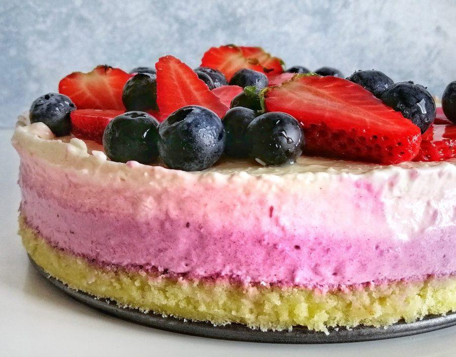 Cheesecake ai mirtilli e fragole