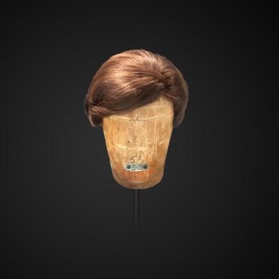 Parrucca con chignon basso