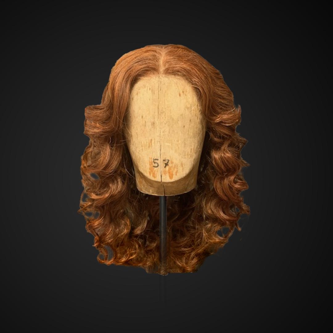 Parrucca con capelli fluenti