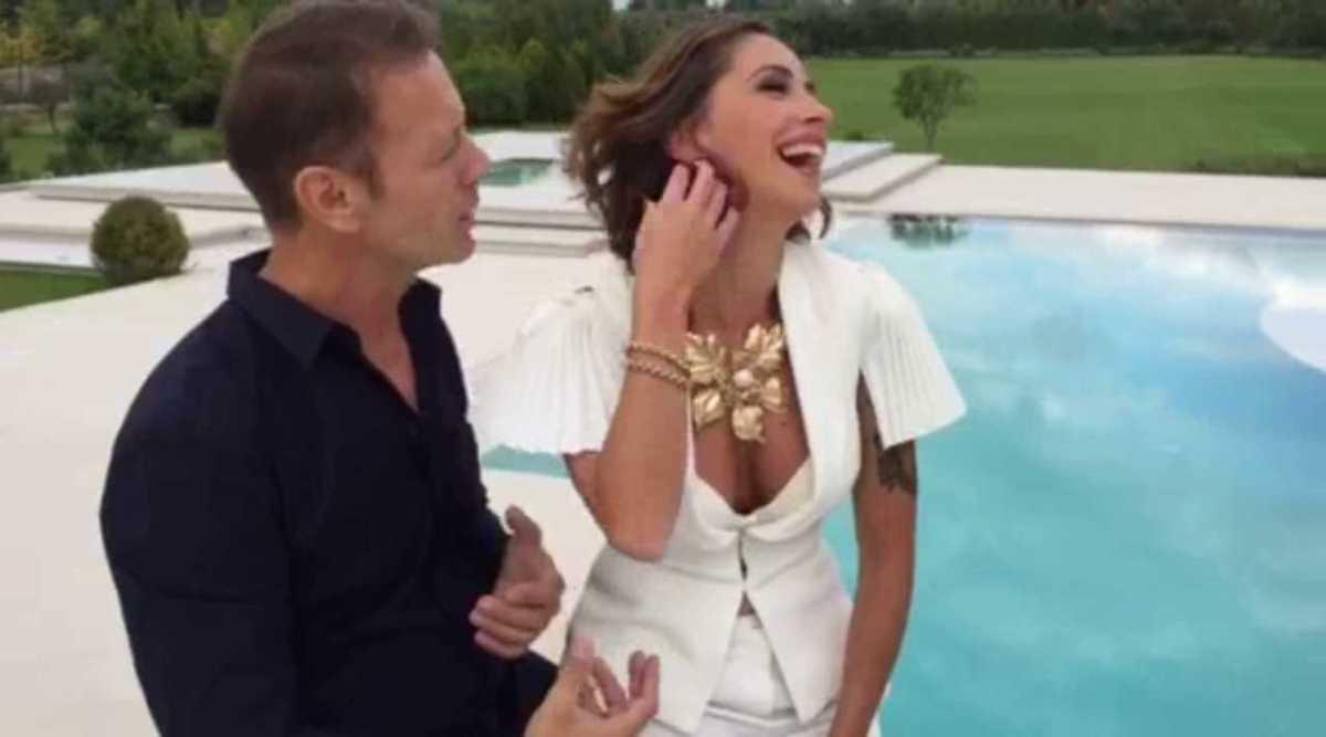 Malena la Pugliese, Scena 1: intervista con Rocco a bordo piscina