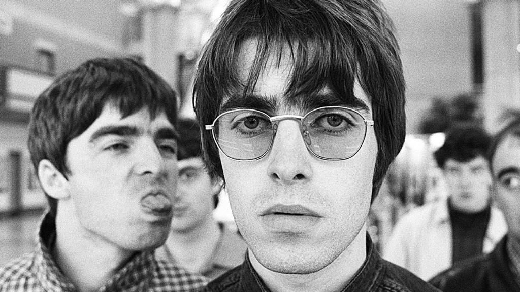 "Liam Gallagher responde depois de Noel acusá-lo de ""legitimar"" ódio online direcionado a sua família Liam Noel Oasis 1024x576"