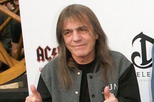 Malcom Young, guitarrista e fundador do AC/DC, morre aos 64 anos malcolm young acdc 2011 300x200