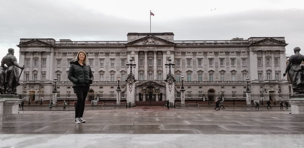 Eden Fite standing in front of Buckingham Palace