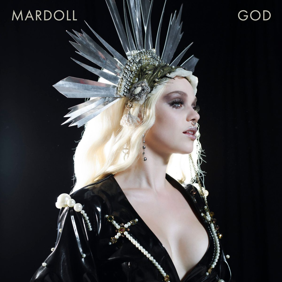 INTERVIEW - Singer, songwriter and captivating performer Mardoll is on a quest to use her international background to build bridges between cultures