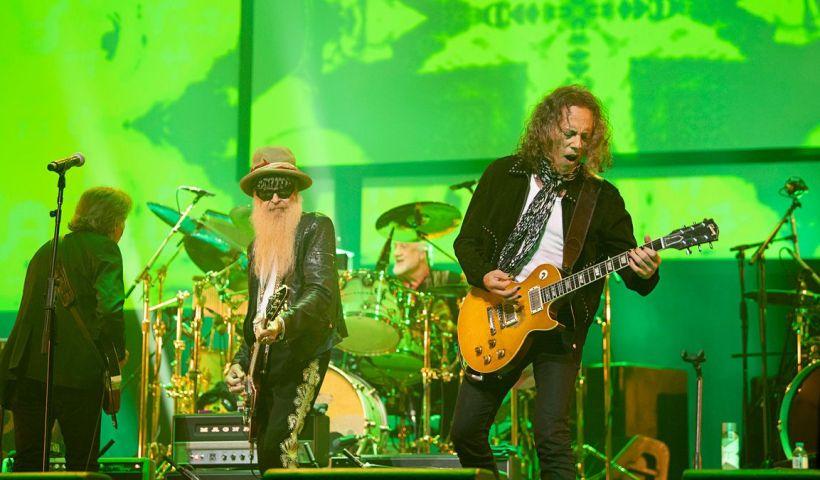 Billy Gibbons y Kirk Hammet tocando en el concierto homenaje a Peter Green y Fleetwood Mac