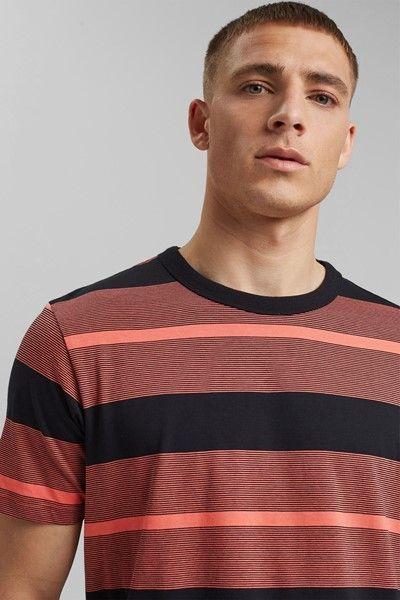 camiseta de rayas horizontales