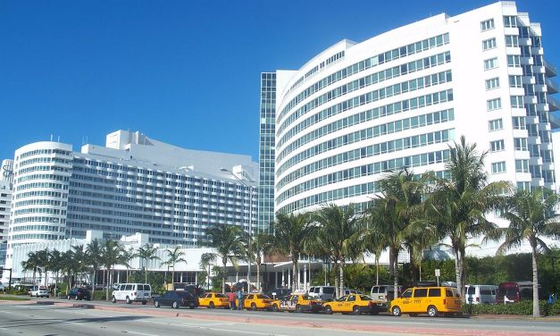 Fontainebleau Miami Beach – Sinatra Welcomes Elvis Home