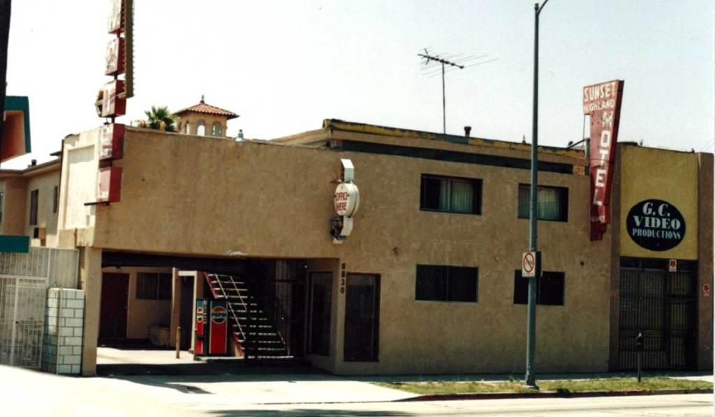 Sunset Highland Motel