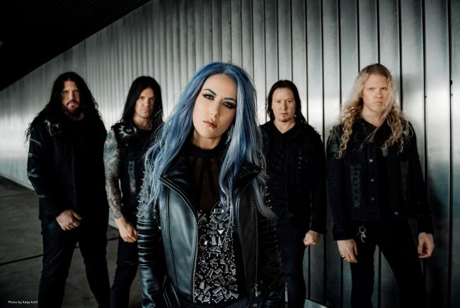 "ARCH ENEMY - Disco de versiones ""Covered in blood"""