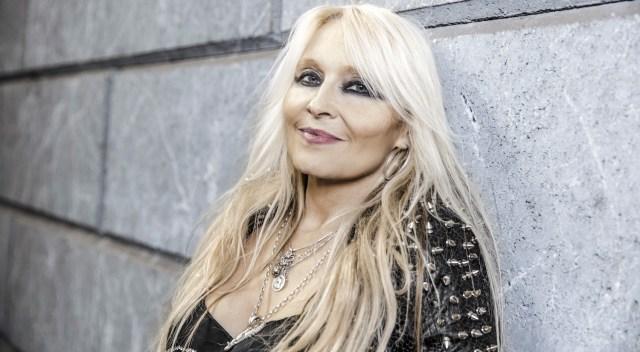 """Doro Pesch ganha o prêmio """"Angel Of Rock"""" no festival Hard Rock Hell"""