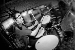 """"""" 厄運金屬 """" 重量級樂團 Bell Witch ,鼓手 Adrian Guerra 去世."""