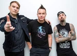 "Blink-182 的新歌  ""Rabbit Hole""  ."