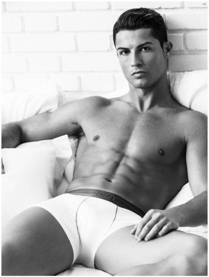 Cristiano-Ronaldo-Underwear-Photo-Shoot-2015-Campaign-002-800x1056