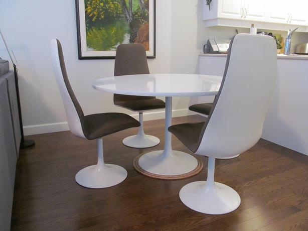 Knoll Tulip pedestal table