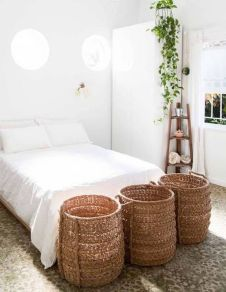 Inspiring Simple And Comfortable Bedroom Design and Layout 39