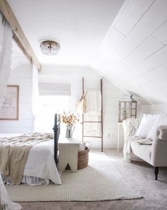 Inspiring Simple And Comfortable Bedroom Design and Layout 47