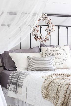 Inspiring Simple And Comfortable Bedroom Design and Layout 55
