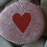 Creative diy painting rock for valentine decoration ideas 20