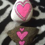 Creative diy painting rock for valentine decoration ideas 31