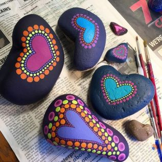 Creative diy painting rock for valentine decoration ideas 8