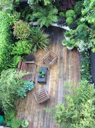 Small courtyard garden with seating area design and layout 1