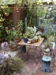 Small courtyard garden with seating area design and layout 114