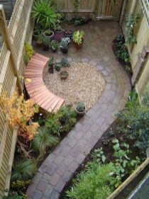 Small courtyard garden with seating area design and layout 115