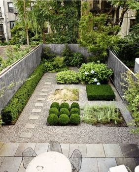 Small courtyard garden with seating area design and layout 26