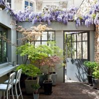 Small courtyard garden with seating area design and layout 37