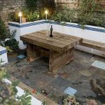Small courtyard garden with seating area design and layout 57