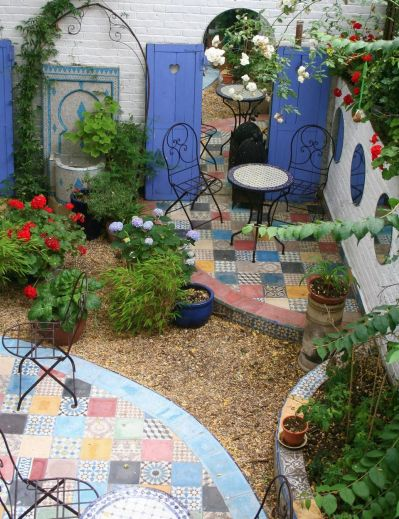 Small courtyard garden with seating area design and layout 72