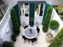 Small courtyard garden with seating area design and layout 76