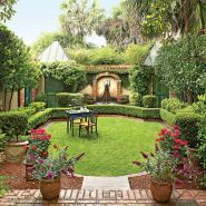 Small courtyard garden with seating area design and layout 80