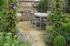 Small courtyard garden with seating area design and layout 93