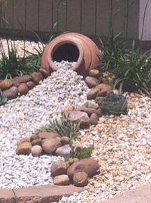 Stunning desert garden ideas for home yard 44