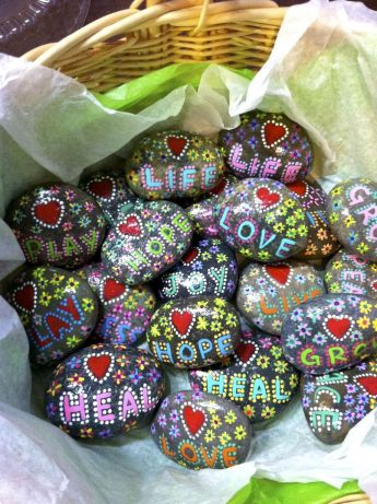 Creative DIY Easter Painted Rock Ideas 9