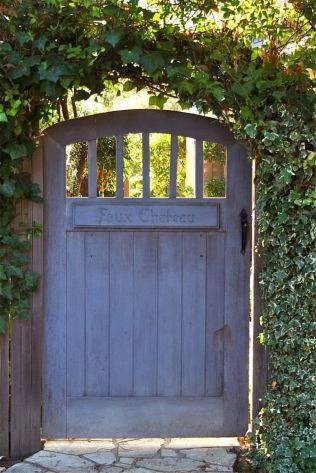 Fascinating Garden Gates and Fence Design Ideas 55