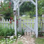 Fascinating Garden Gates and Fence Design Ideas 6