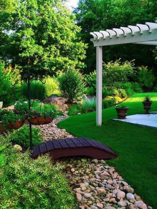 Inspiring Dry Riverbed and Creek Bed Landscaping Ideas 20